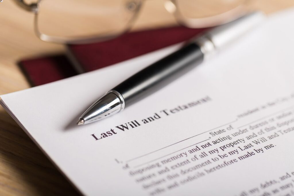 Pen with last will and testment form